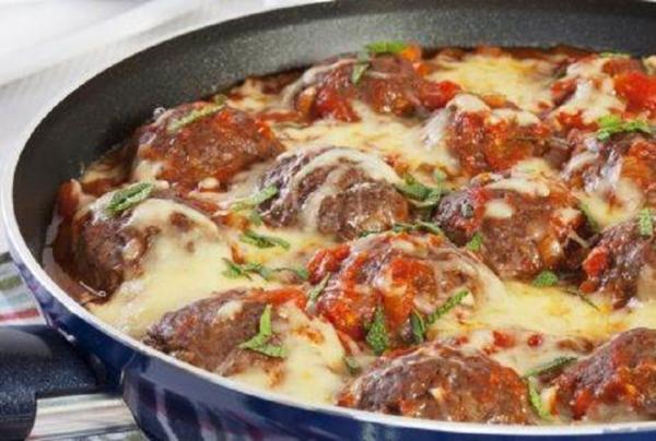ZAPEČENE ĆUFTE NA MEDITERANSKI NAČIN: pikantno jelo od mlevenog mesa