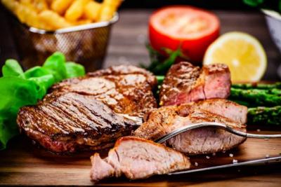 Trikovi profesionalnih kuvara: Kako da prepoznate da li je meso dovoljno pečeno