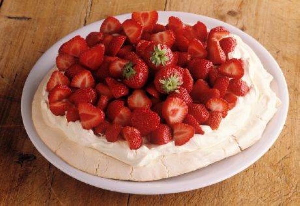 "Torta ""Pavlova"" sa jagodama"