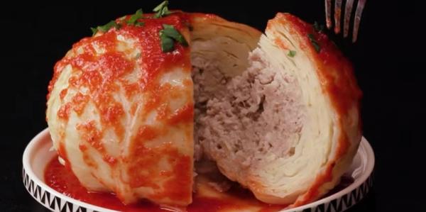 Ručak za celu porodicu: Kuvana glavica kupusa punjena mlevenim mesom (VIDEO)