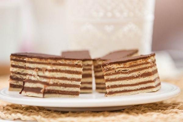 ROZEN KOCKE SA ORASIMA I KEKSOM: Sitni kolači za slavu, rođendan ili slavlje