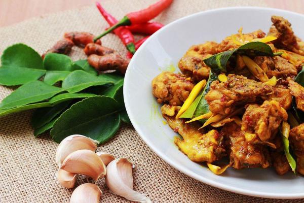 PILEĆE BELO MESO SA KURKUMOM: pikantno jelo s piletinom spremno za 15 minuta