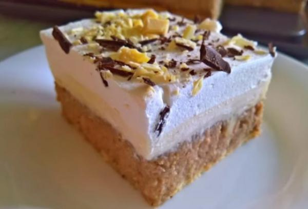 BEZ MARGARINA I JAJA: Osvežavajući kolač sa bananama, jabukama i orasima (VIDEO)
